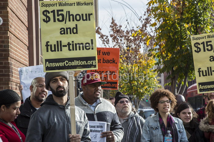Washington, USA, activists campaigning for 15 an hour wage and full-time for Walmart workers outside a Walmart store on Black Friday - Jim West - 2015-11-27