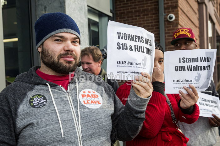 Washington, USA, OUR Walmart Campaign activists campaigning for $15 an hour wage and full-time for Walmart workers outside a Walmart store on Black Friday - Jim West - 2015-11-27