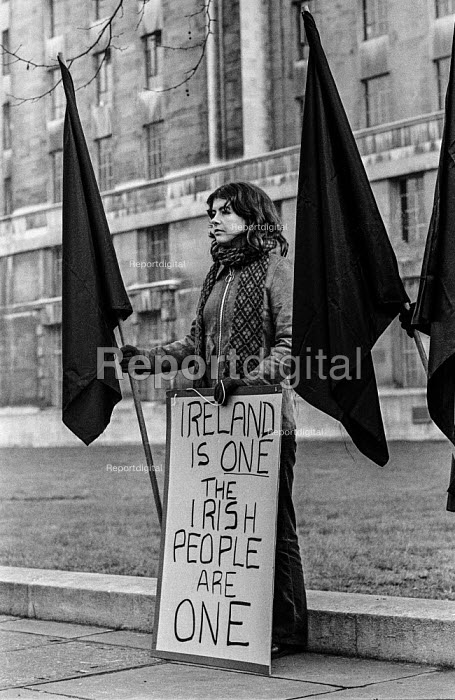 Protest against British troops in Northern Ireland, vigil, Parliament Square, London 1973. The Irish people are one - Martin Mayer - 1973-01-10