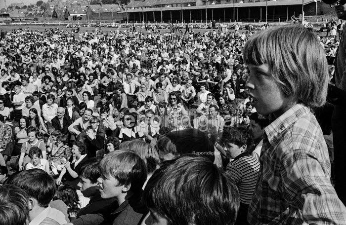 SDLP rally opposing internment without trial imposed by the British government, Derry, Northern Ireland 1971 - Martin Mayer - 1971-08-21