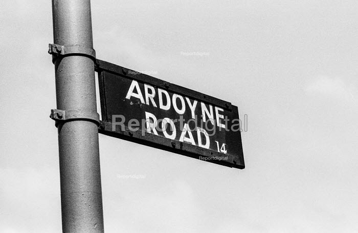 Northern Ireland. Ardoyne Road sign, Belfast , Center of the Catholic community and stronghold of the IRA - Martin Mayer - 1969-08-02