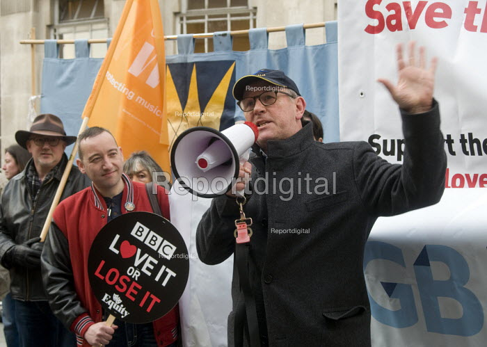 BBC Love It or Lose It Campaign. Fans of BBC TV programme Dr Who protest in support of the BBC outside Broadcasting House. Ex-Time Lord, actor Peter Davison, who played Dr Who from 1981-84, speaking to the protest. - Stefano Cagnoni - 2015-11-23