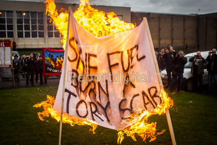Save fuel burn a scab. Protest by miners and supporters the day after Kellingley colliery closed down, West Yorkshire. - Connor Matheson - 2015-12-19