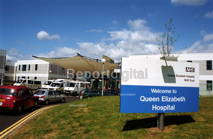The new Queen Elizabeth Hospital near Greenwich, built through the Private Finance initiative - Stefano Cagnoni - 2001-07-11