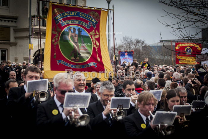 Protest by miners and supporters the day after Kellingley colliery closed down, West Yorkshire. - Connor Matheson - 2015-12-19