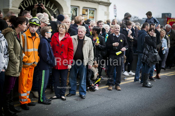 Gathering outside Knottingly Town Hall, Protest by miners and supporters the day after Kellingley colliery closed down, West Yorkshire. - Connor Matheson - 2015-12-19