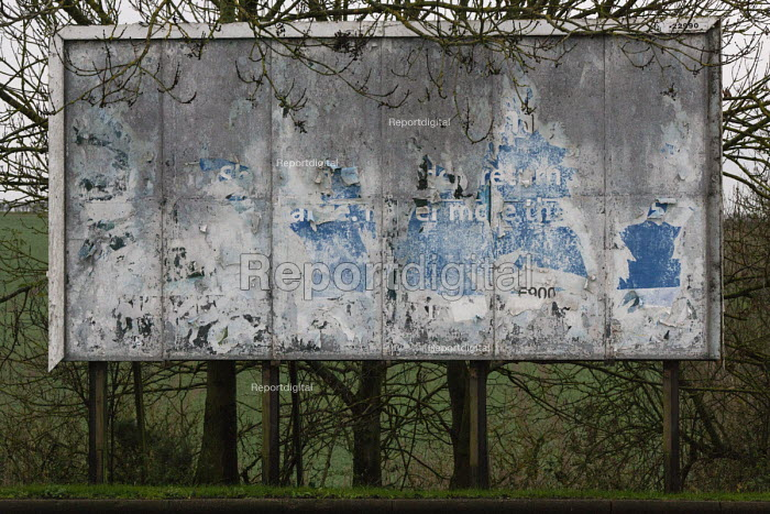 Advertisement hoarding without an advert, M1 Motorway Services, Nottinghamshire - John Harris - 2015-12-04