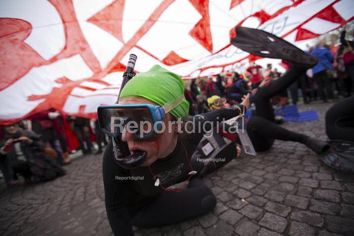 Red Lines climate change protests COP21 Climate Summit. Paris - Jess Hurd - 2015-12-12