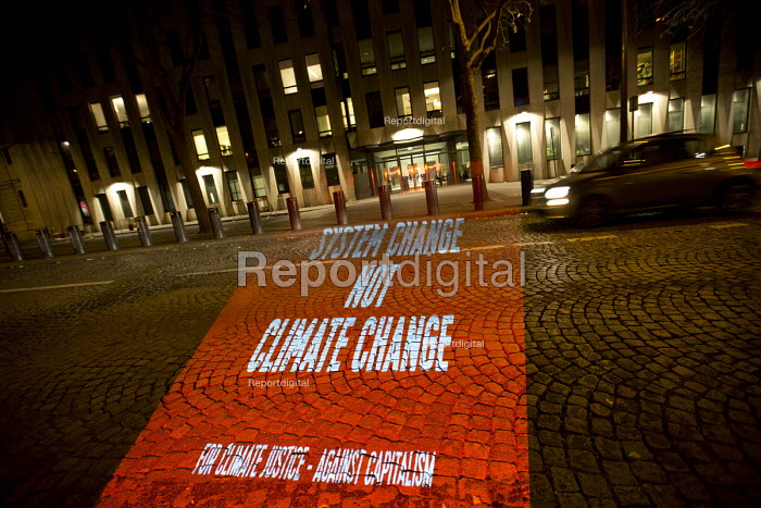 Globalise Risistance Truth Trijektor projections outside the WTO building, System change not climate change, protests COP21 Climate Summit. Paris France - Jess Hurd - 2015-12-12