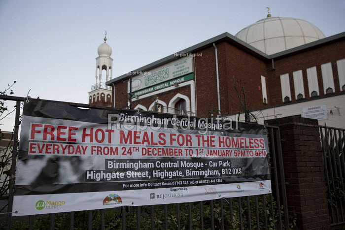Birmingham Central Mosque, free hot meals for the homeless over the festive period. Christmas Eve, Birmingham. - Jess Hurd - 2015-12-24