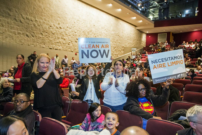 River Rouge, Michigan, Residents speaking at a State Department of Environmental Quality public hearing on proposed increase in sulphur dioxide at the Marathon Petroleum Detroit refinery. Marathon says it needs the change to be able to produce low sulphur petrol - Jim West - 2016-01-06