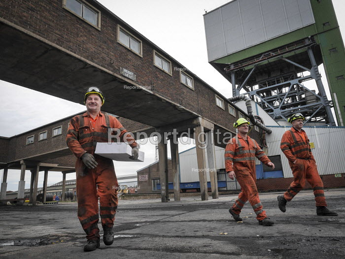 Closure of the last British deep coal mine, Kellingley Colliery.Last ever shift ending, Yorkshire - Mark Pinder - 2015-12-18