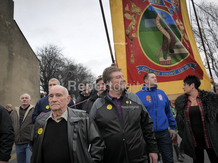Protest by miners and supporters the day after Kellingley colliery closed down, West Yorkshire. - Mark Pinder - 2015-12-19