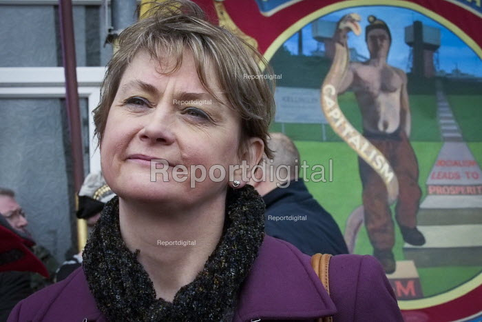 Yvette Cooper, local MP. Protest by miners and supporters the day after Kellingley colliery closed down, West Yorkshire. - Mark Pinder - 2015-12-19