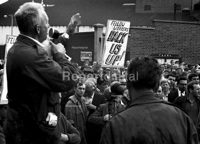 Jack Dash speaking to a meeting of dockers from the Royal Docks, appealing for their support for the seamen's strike, London - NLA - 1966-06-13