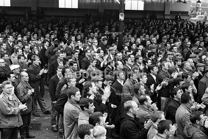 Docks strike 1967. Dockers at a Mass meeting London - NLA - 1967-09-19