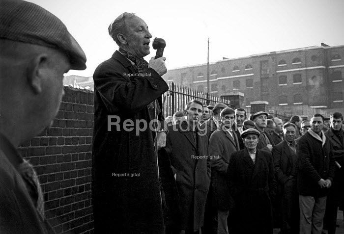 Docks strike 1967. Jack Dash speaking to dockers at a mass meeting outside the Royal Docks, London - NLA - 1967-09-26