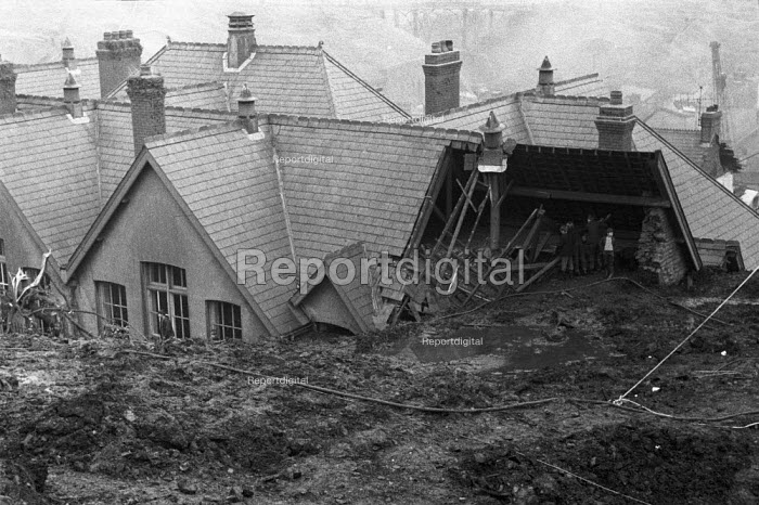 Aberfan disaster rescue attempts. 116 children and 28 adults were killed when a slag heap collapsed onto the pit village, South Wales - NLA - 1966-10-15