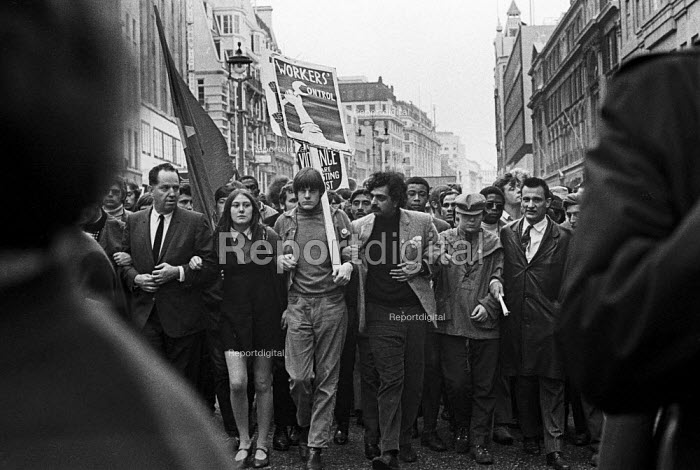 Tariq Ali, protest against the Vietnam War, ending at US Embassy, Grosvenor Square, London - NLA - 1968-10-27