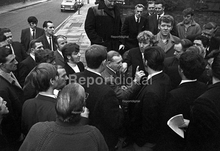 Yorkshire NUM members lobby their executive over hours for surface workers, Barnsley, Yorkshire - NLA - 1969-10-10