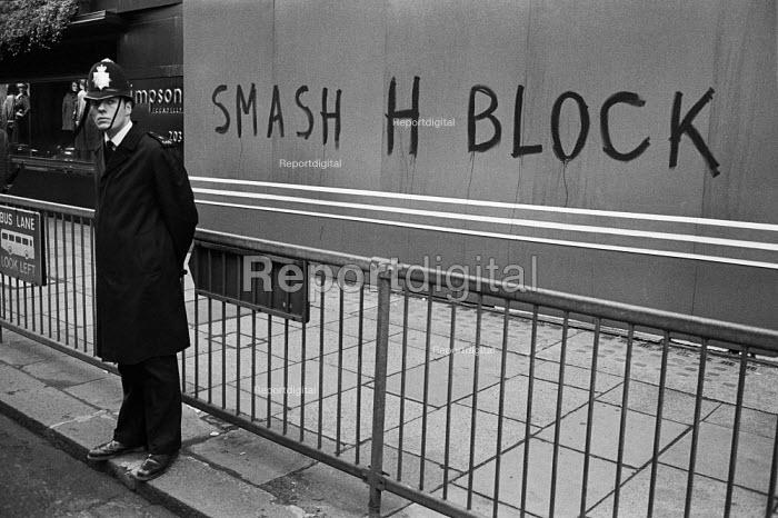 Smash H Block graffiti in Picadilly, London 1980 - Philip Wolmuth - 1980-10-25