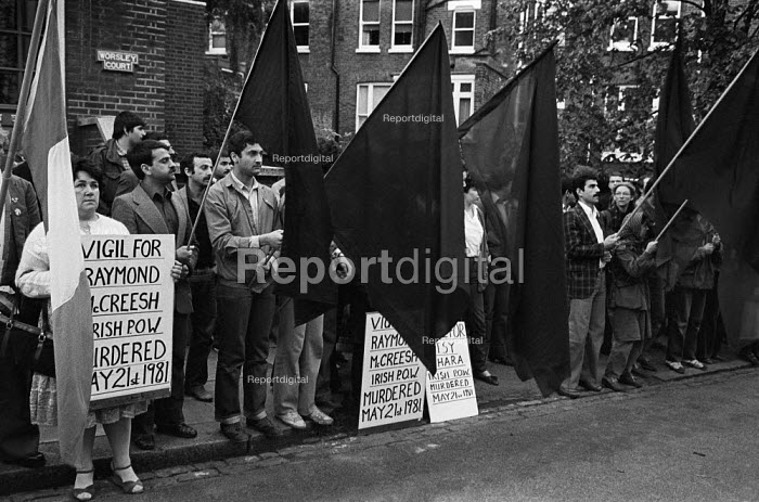 Sinn Fein protest outside the Hampstead home of Labour Party leader Michael Foot during hunger strike by H Block republican prisoners in Northern Ireland, London 1981 - Philip Wolmuth - 1981-05-24