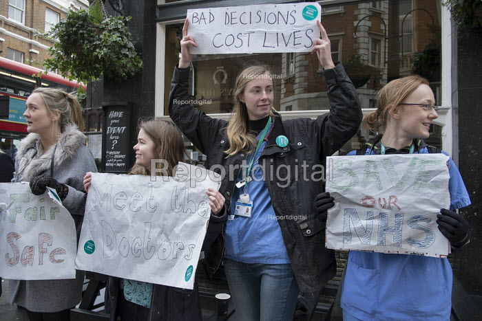 Junior doctors strike over new contract. St Marys Hospital, Paddington, London. - Philip Wolmuth - 2016-01-12