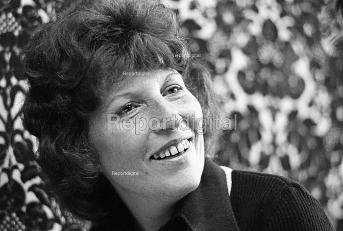 Shrewsbury Two: Marlene Tomlinson, wife of Ricky Tomlinson, on the day of his release from Leicester Prison, having been jailed for his trade union activities, 1975. - John Sturrock - 1975-07-25