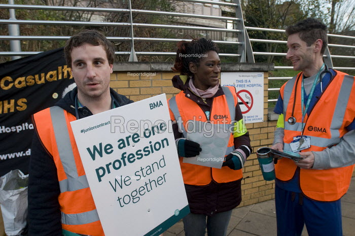 Junior Doctors national 1 day strike over employment contracts. Junior Doctors on the picket line at the Whittington Hospital, north London. The doctor on the right was on the picket line having just completed an overnight shift in the Obstretics Department, helping to deliver two new babies. - Stefano Cagnoni - 2016-01-12