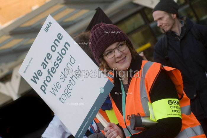 Junior Doctors national 1 day strike over employment contracts. Junior Doctors on the picket line at the Whittington Hospital, north London - Stefano Cagnoni - 2016-01-12