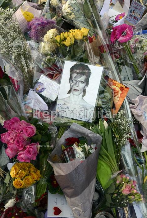 David Bowie Memorial Wall, Brixton, London - Janina Struk - 2016-01-13