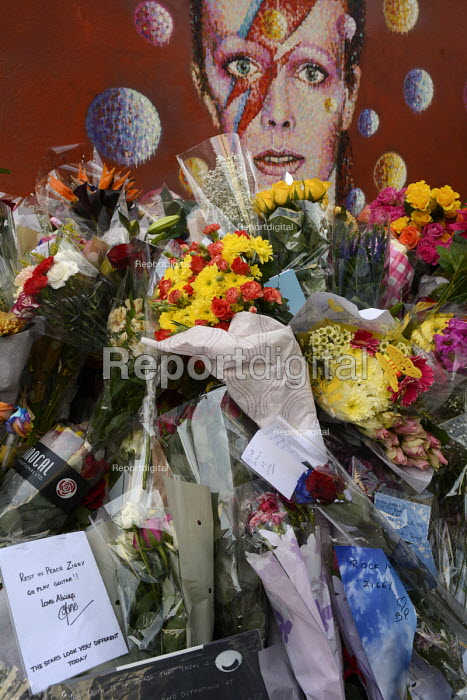 David Bowie Memorial Wall, Brixton, London - Janina Struk - 2016-01-13