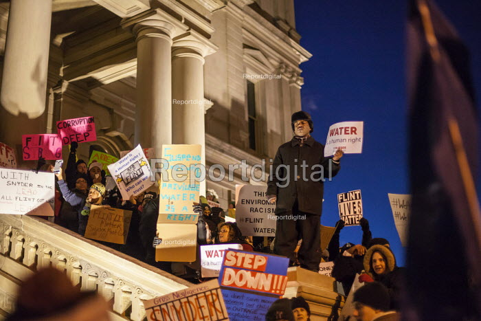 Lansing, Michigan, protest outside Governor Rick Snyder annual State of the State speech, calling for him to resign over the lead poisoning of water in Flint - Jim West - 2016-01-19