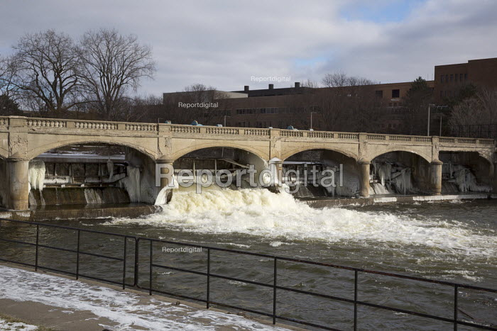 Flint, Michigan, The Hamilton Dam on the Flint River. Cost cutting by state officials led to high lead levels in the city water supply - Jim West - 2016-01-19