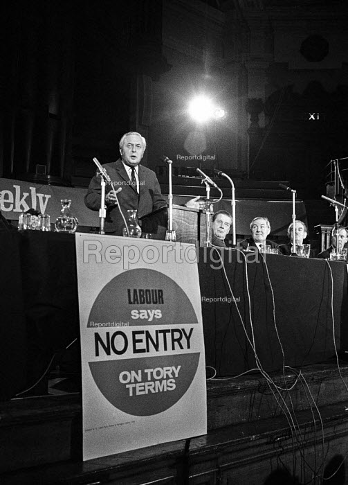 Labour leader Harold Wilson speaking at a Labour Party Special conference on EEC membership (later European Union) - Martin Mayer - 1971-10-19