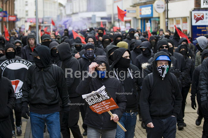 Kent Anti Racism Network protest against National Front anti refugee protest Dover - Jess Hurd - 2016-01-30