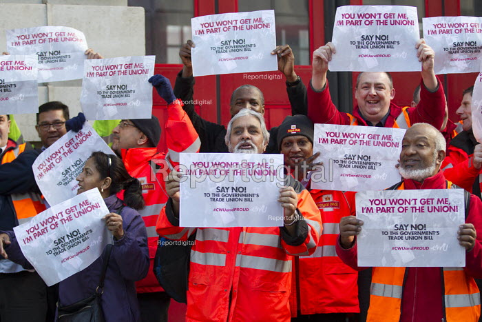 Heart Unions outdoor workplace meeting with Dave Ward, CWU Gen Sec at Mount Pleasant Mail Centre as part of the campaign against the Trade Union Bill. London. - Jess Hurd - 2016-02-11