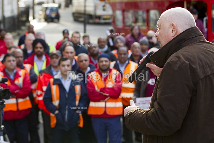 Campaign against the Trade Union Bill. Heart Unions outdoor workplace meeting with Dave Ward, CWU Gen Sec, Mount Pleasant Mail Centre London - Jess Hurd - 2016-02-11