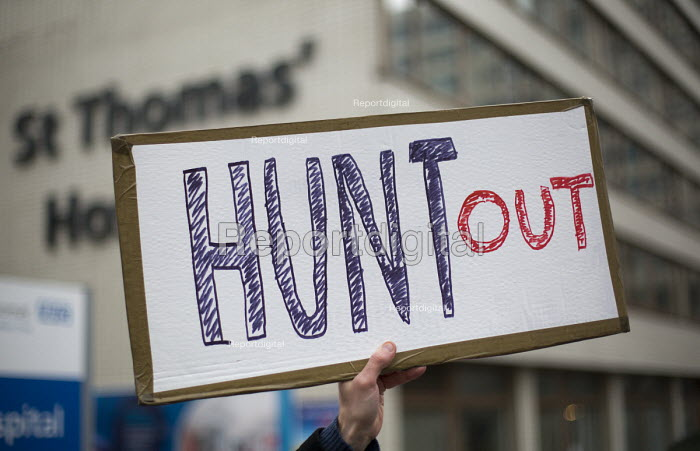 BMA Junior doctors strike and picket line. Guys and St Thomas Hospital, London, Hunt Out - Jess Hurd - 2016-02-10