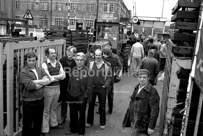 Striking workers occupy Massey Ferguson Banner Lane factory Coventry 1977. Roger Kline (2nd L) - John Harris - 1977-04-29