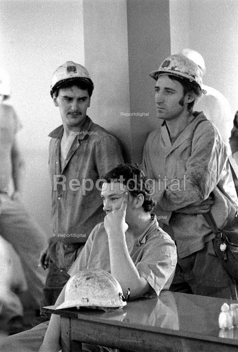 Miners at a pit canteen union meeting Dinnington Colliery Yorkshire 1983 discussing a national ballot for strike action over closure of Lewis Merthyr pit - John Harris - 1983-02-10