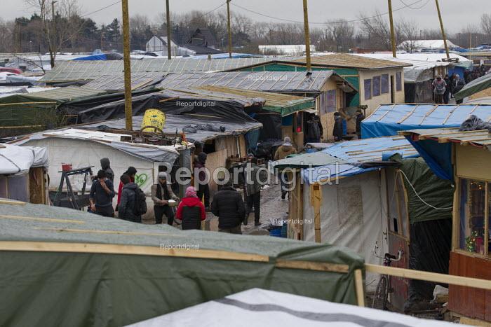 Refugees in the makeshift Jungle refugee camp, Calais, France. - Jess Hurd - 2016-02-18