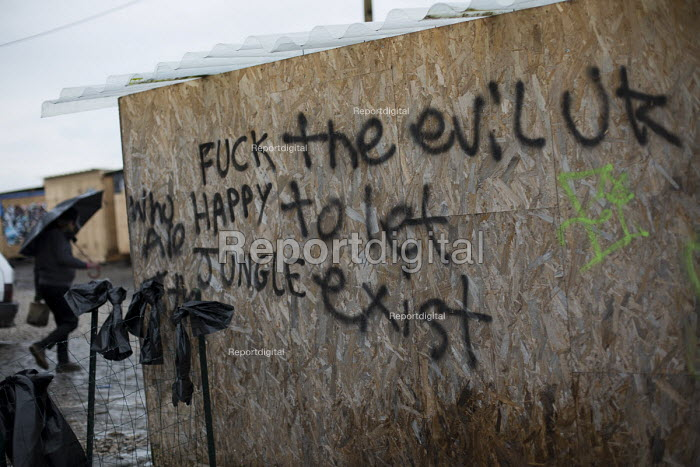 Refugees in the makeshift Jungle refugee camp, Calais, France. - Jess Hurd - 2016-02-18