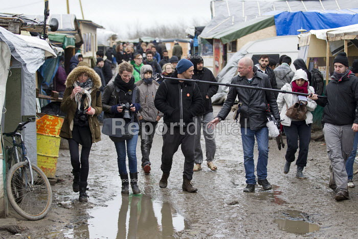 Jason Parkinson interviews actor Jude Law campaigning for child refugees in the makeshift JJungle refugee camp, Calais, France. - Jess Hurd - 2016-02-21