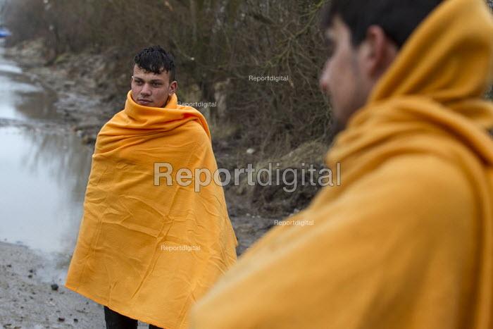 Refugees gather as Judge visiting the Jungle refugee camp Calais, France - Jess Hurd - 2016-02-23
