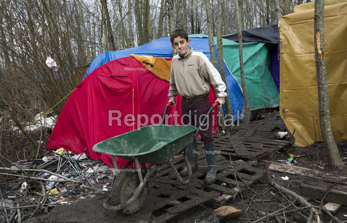 Squalid conditions in the Grande-Synthe refugee camp. Dunkirk, France. - Jess Hurd - 2016-02-24
