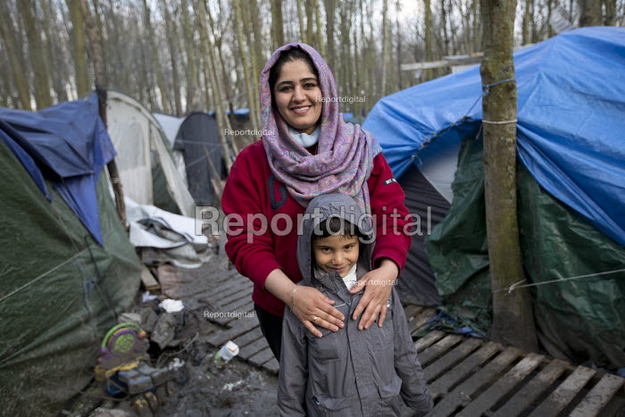 Shoxan and Zhulen (6) from Kurdistan existing in squalid conditions in the Grande-Synthe refugee camp.Dunkirk, France. - Jess Hurd - 2016-02-24