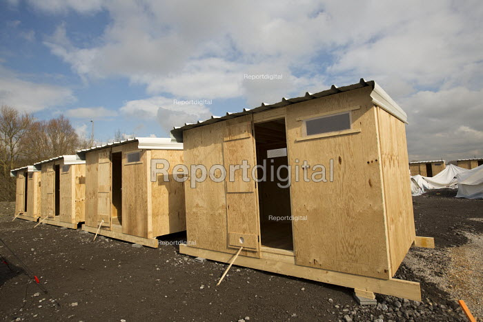 New MSF refugee accommodation to replace the makeshift Jungle camp. Grande-Synthe, France - Jess Hurd - 2016-02-26