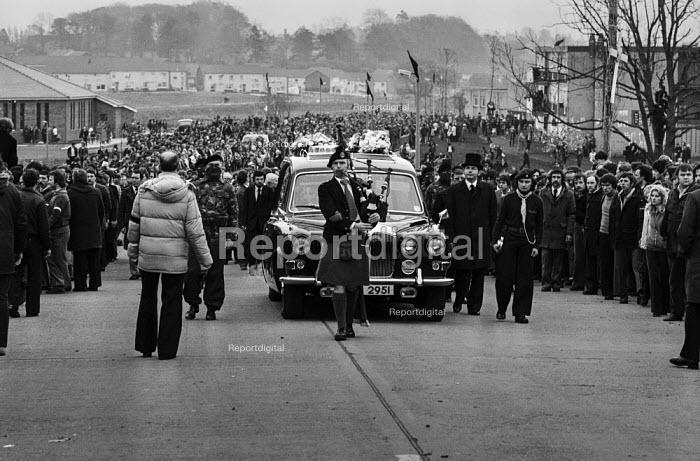 Funeral of the IRA prisoner Bobby Sands, 1981, Milltown Cemetery, Belfast, Northern Ireland - Katalin Arkell - 1981-04-30