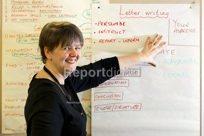 Julie James, POA Learning Centre Manager teaching English to community learners Doncaster - Jess Hurd - 2013-03-25